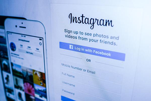 facebook instagram Faktotum